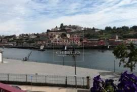 Venda de prédio com vistas rio no centro histórico do Porto