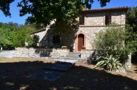 Country house wIth olIve grove
