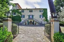 Prestigious historic Tuscan manor