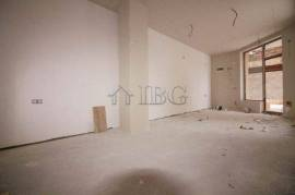 35 sq. m. bright office with large display windows in of Ruse city