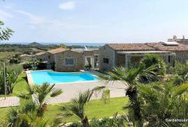 Villas with pool close to the  beach