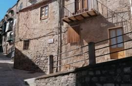 sh 673 town house Caccamo, Sicily