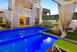 Two new villas, a profitably running business at 10 km from Rethymno Crete