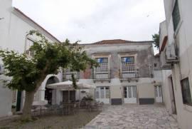 Solar do Sec: XVII with 2 patios in the historic center of Santarém