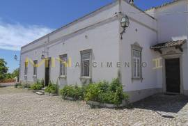 MN1648 - Property with traditional house for sale