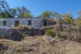 MN1750 - Land with ruin for sale in Loulé