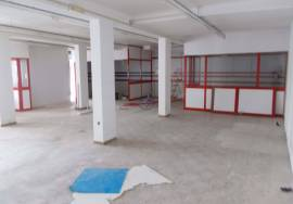 Warehouse of 200 m2 in residential area within walking distance of the city center