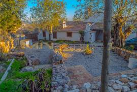 MN1805 - Traditional house with swimming pool